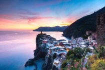 Old town and harbour of Vernazza — Stock Photo