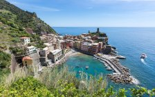 Harbour and old town of Vernazza — Stock Photo