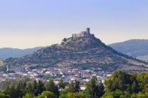 Алькончель замок вблизи Бадахос в Испании, Европе — стоковое фото