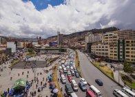 La Paz, Bolivia - February 18,2017: Cars and people on Mariscal Avenue — Stock Photo