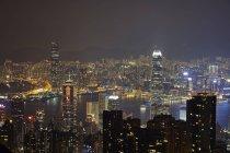 Вид с воздуха на ночной Гонконг и гавань Виктория — стоковое фото
