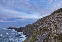Fogher scogliere a Valentia Island — Foto stock