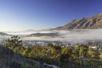 Mist over Montagu at dawn — Stock Photo