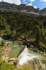 Сьєрра de las Cutas та Ріу Arazas водоспад — стокове фото