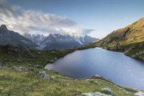 Sunrise on snowy peaks of Mont Blanc — Stock Photo