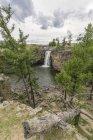 Красный водопад на Орхонской долине — стоковое фото