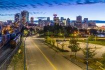 Toits de la ville et la tour de guet de Vancouver — Photo de stock