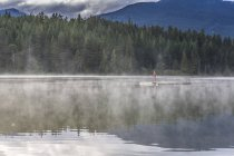Brume sur le lac perdu — Photo de stock