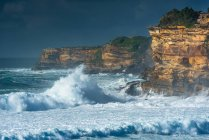 Stormy sea and cliffs — Stock Photo