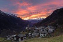 Sunset over alpine village of Soglio — Stock Photo