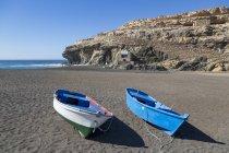 Kleine Fischerboote am Playa Ajuy — Stockfoto