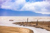 Barca in mare nel Parco nazionale di Bako, Kuching, Sarawak, Borneo, Malesia, sud-est asiatico, Asia — Foto stock