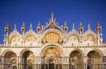 Saint Marks Basilica in front of blue sky, San Marco, Venice, Veneto, Italy — Stock Photo