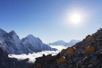Acampamento da base do Ama Dablam, Parque Nacional de Sagarmatha, vale de Khumbu, no Nepal, Himalaia, Ásia — Fotografia de Stock