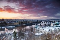 Bridges crossing Vltava River at sunrise in old town, Prague, Czech Republic — Stock Photo