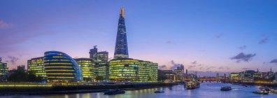 The Shard and City Hall at River Thames at night, Southwark, London, England, United Kingdom — Stock Photo