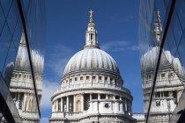 Роздуми Сен Паулс собору, Лондон, Велика Британія — стокове фото