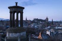 Dugald Stewart Monument and cityscape in the morning, Edinburgh, Lothian, Scotland, United Kingdom — Stock Photo