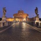 Illuminated Mausoleum of Hadrian and Ponte Sant Angelo Bridge, Rome, Lazio, Italy — Stock Photo