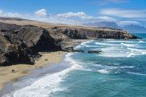 Picturesque Playa del Viejo Rey and cliffs, La Pared, Fuerteventura, Canary Islands, Spain — Stock Photo