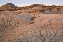 Formações rochosas e hoodoos em Dinosaur Provincial Park, Alberta Badlands, Alberta, Canadá, América do Norte — Fotografia de Stock
