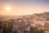 Historic center of Upper Town with Bishops Seminary Giovanni at sunset, Bergamo, Lombardy, Italy — Stock Photo