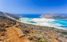 Turquoise sea and rocky coast — Stock Photo
