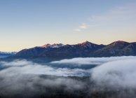 Горы на рассвете в Науэль Хуапи национальный парк, провинции Рио Негро, Аргентина, Южная Америка — стоковое фото
