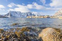 Aldeia de Sakrisoy, Ilhas Lofoten, Nordland, Noruega, Europa de pesca — Fotografia de Stock