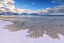 Schnee am Sandstrand — Stockfoto