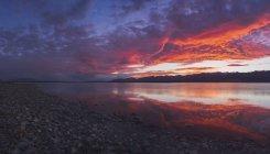 Lake Pukaki at sunset under dramatic sky, South Island, New Zealand — Stock Photo