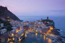 Porto e pittoreschi edifici colorati — Foto stock