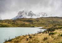 Lake Pehoe and mountains of Cuernos del Paine, Torres del Paine National Park, Patagonia, Chile, South America — Stock Photo