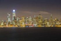 Beleuchtete moderne Skyline von San Francisco bei Nacht, San Francisco, Kalifornien, Vereinigte Staaten von Amerika, Nordamerika — Stockfoto