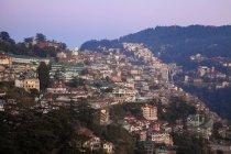 Ve de la vieja ciudad al atardecer, (Simla) de Shimla, Himachal Pradesh, India, Asia - foto de stock