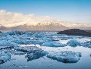 Glace brisée à Jokulsarlon Lagoon de Glacier, Islande, région du Sud, régions polaires — Photo de stock