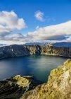 Lago Quilotoa in pittoresche montagne, Provincia di Cotopaxi, Ecuador, Sud America — Foto stock