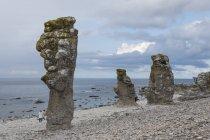 Único Langhammars pilas de mar, Faro, Gotland, Suecia, Escandinavia, Europa - foto de stock