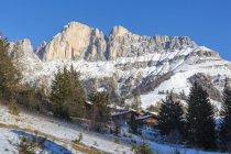 Скелясті гори взимку в Карецца, Італія, Європа — стокове фото
