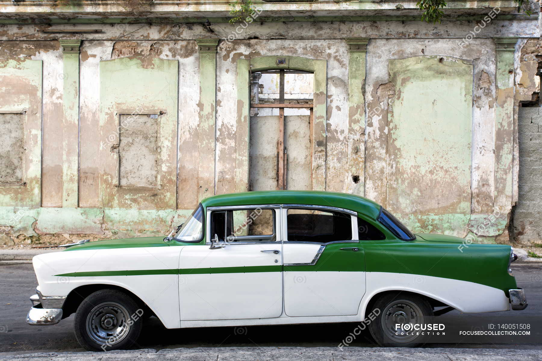 Vintage american car parked on street — Stock Photo | #140051508