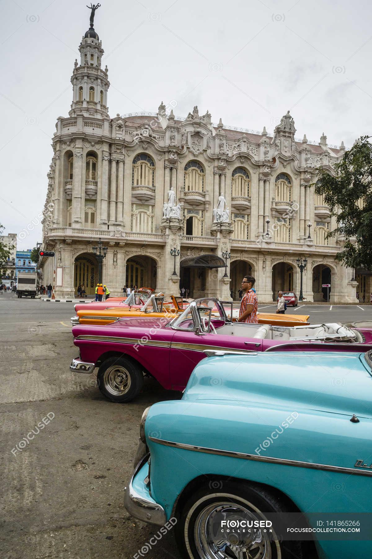 Vintage American cars, Havana — Stock Photo | #141865266