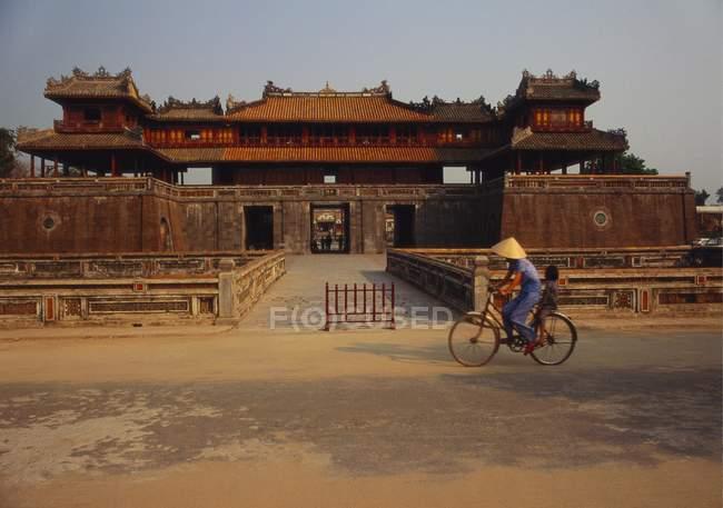 Entrée du Temple Mon ONG — Photo de stock