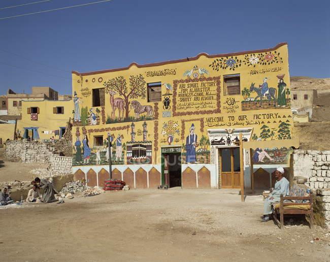 Decoración fachada de fábrica de Abu Simbel - foto de stock