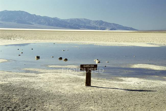 Observant l'affichage de Badwater — Photo de stock