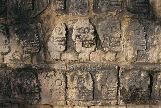 Dettagli del bassorilievo sulla parete — Foto stock