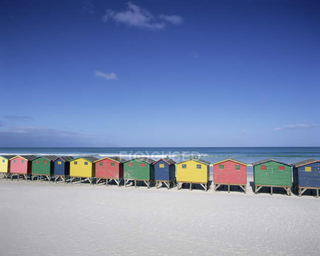 Colourful beach huts in Muizenberg — Stock Photo