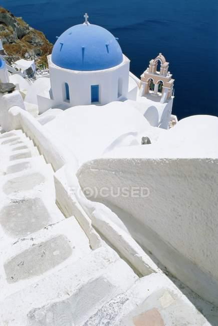 Igreja em cúpula azul, Oia, Santorini — Fotografia de Stock