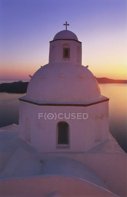 Orthodoxe Kirche bei Sonnenuntergang — Stockfoto