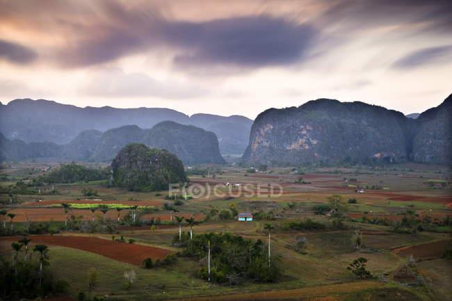 Observer la vue sur la vallée de Vinales — Photo de stock