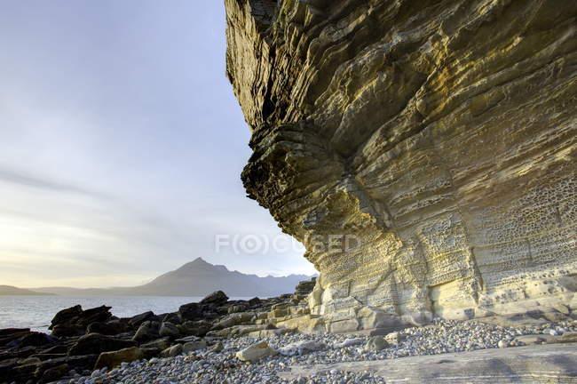 Honeycombe Rock baigné dans la lumière du soir — Photo de stock